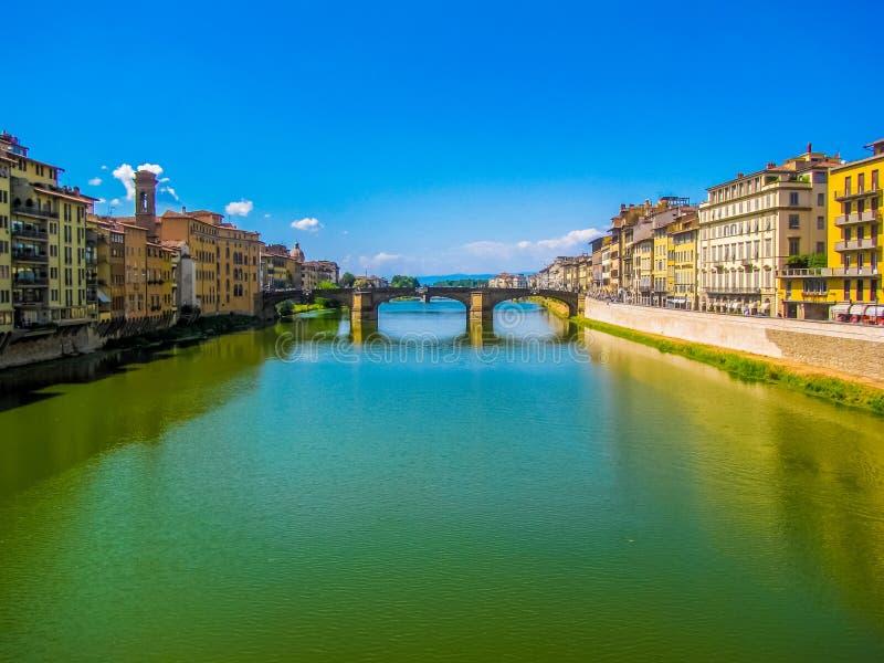 Ponte Santa Trinita Holy Trinity Bridge e Arno River A Firenze, l'Italia fotografie stock