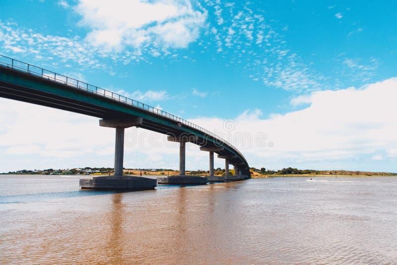 Ponte sobre a água imagem de stock royalty free