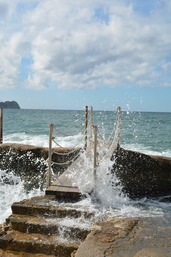 Ponte sobre a água incomodada fotos de stock royalty free