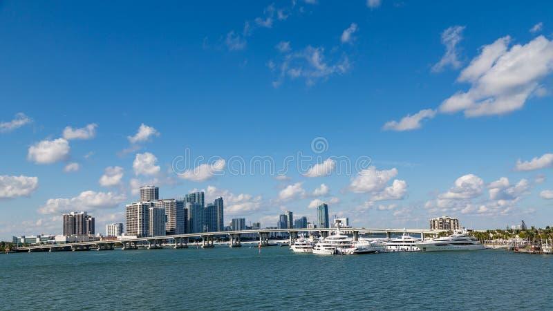 Ponte sobre a baía de Biscayne imagem de stock