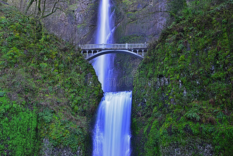 A ponte sobre Multnomah cai no desfiladeiro Oregon HDR do Rio Columbia foto de stock royalty free