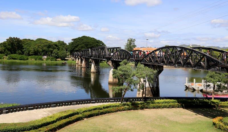 ponte sobre o kwai do rio foto de stock