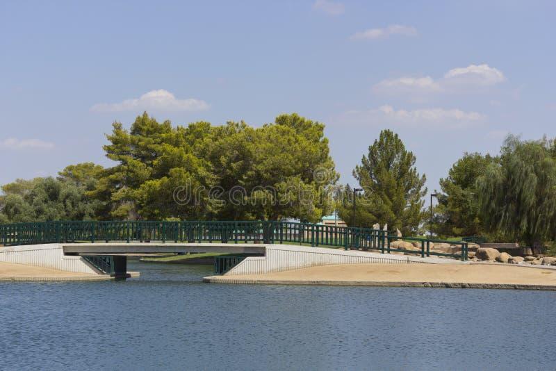 Ponte sobre o lago Cortez, Phoenix, AZ imagem de stock