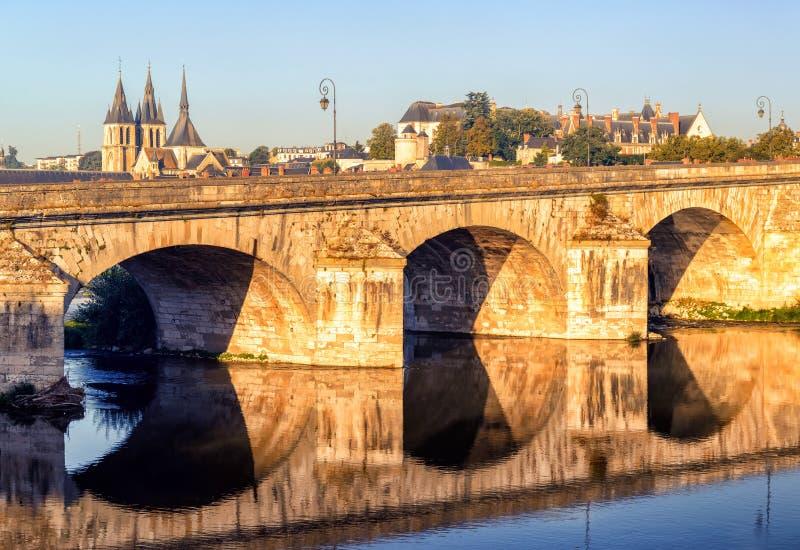 Ponte sobre o Loire em Blois, França foto de stock