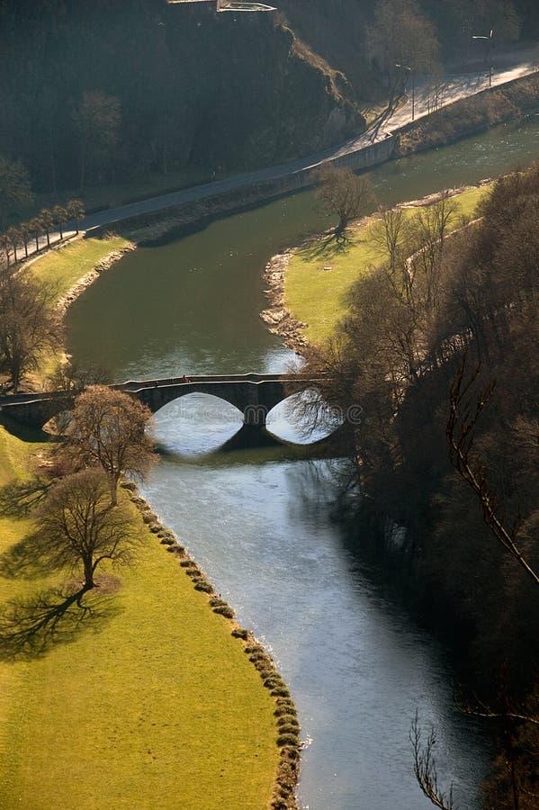 Ponte sobre o rio imagem de stock