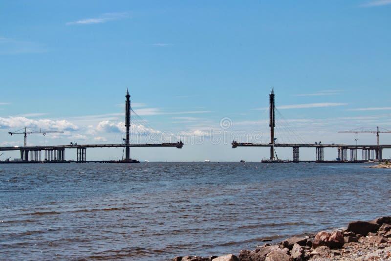A ponte sobre o rio foto de stock royalty free