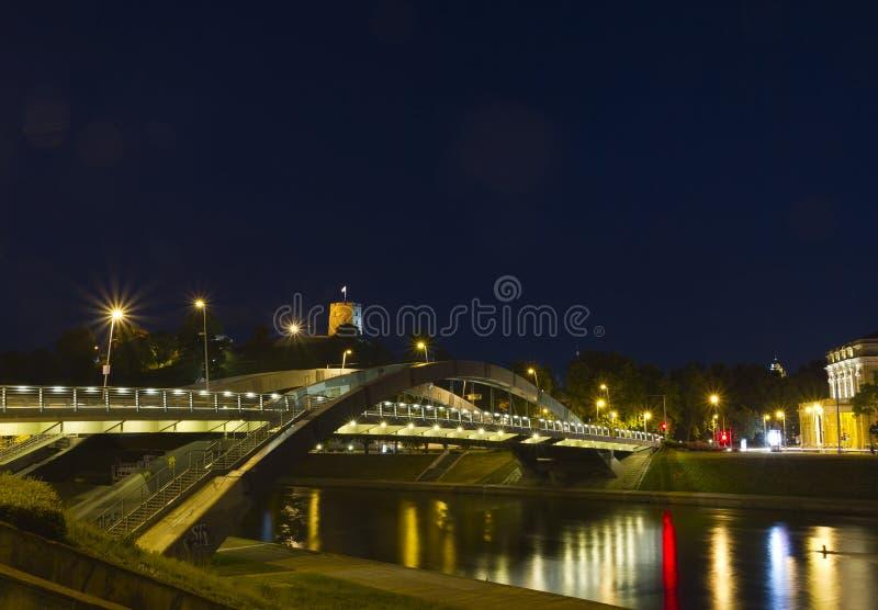Ponte sobre o rio de Neris em Vilnius foto de stock