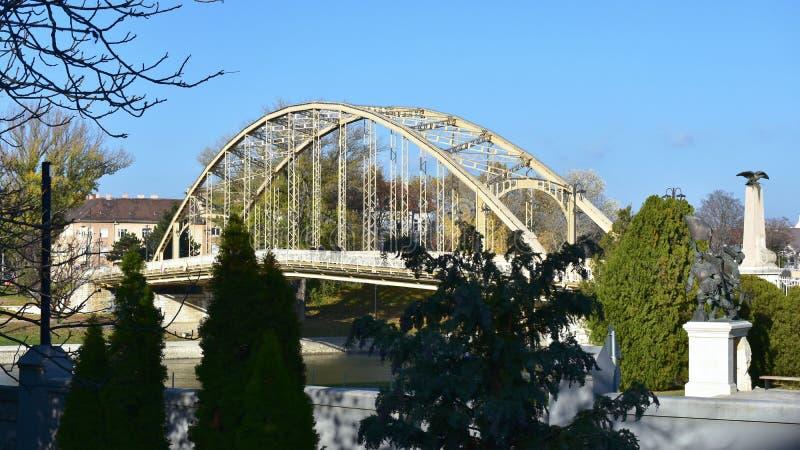 Ponte sobre o rio de Raba em Gyor, Hungria imagem de stock royalty free