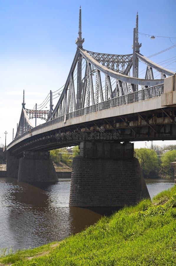 Ponte sobre o rio de Volga imagem de stock royalty free