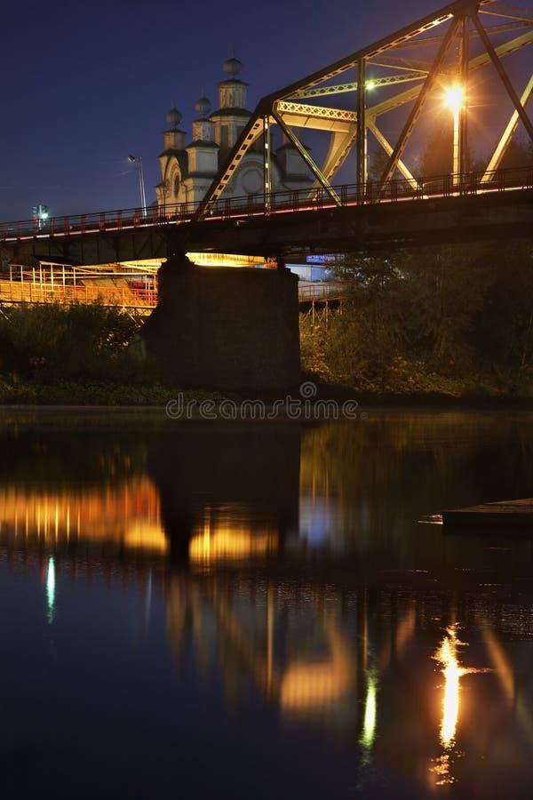 Ponte sobre o rio do Sylva em Kungur Perm Krai Rússia fotografia de stock royalty free