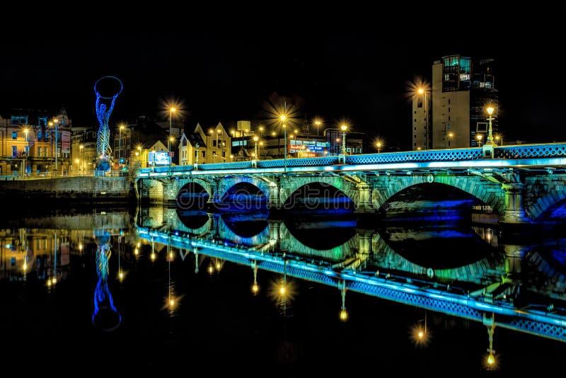 Ponte sobre o rio Lagan em Belfast fotografia de stock