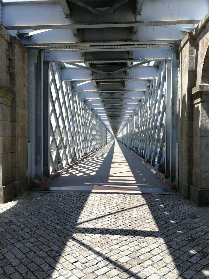 Ponte som är internationell över floden Mino arkivbilder