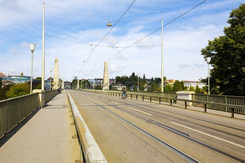 Ponte sopra il fiume di Aare a Berna, Svizzera fotografia stock libera da diritti