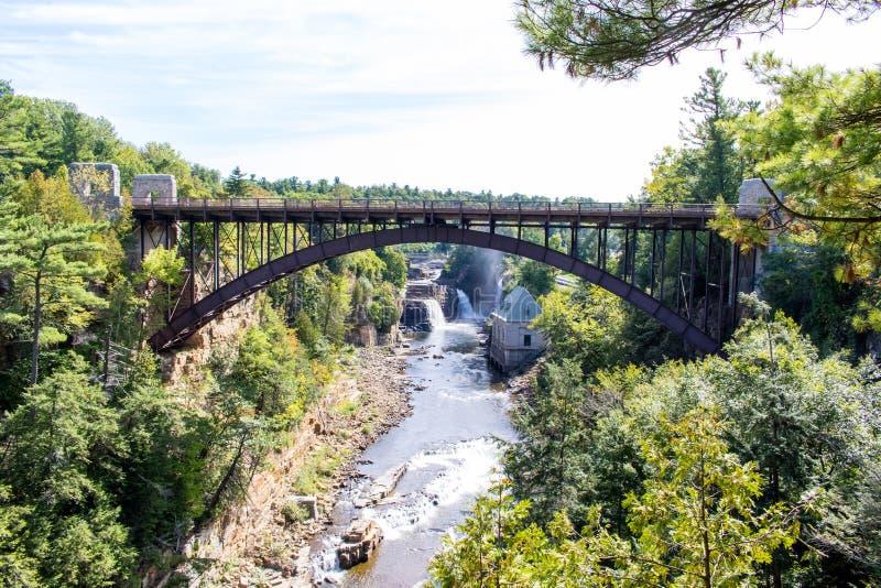 Ponte sopra il fiume di Ausable vicino a Keeseville, New York immagini stock libere da diritti
