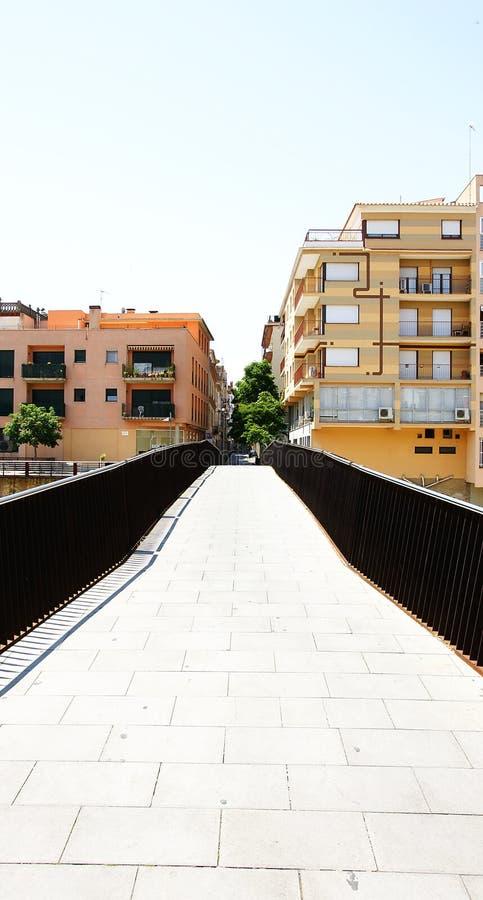Ponte sopra il fiume Onyar a Girona fotografia stock