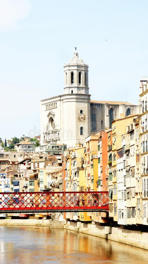 Ponte sopra il fiume Onyar, Girona fotografia stock