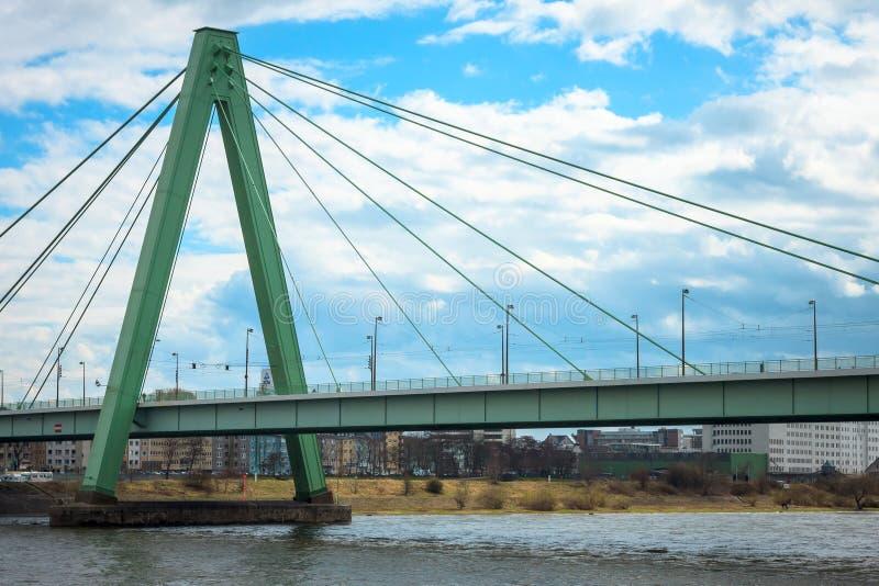 Ponte sopra il fiume Rheine immagini stock libere da diritti