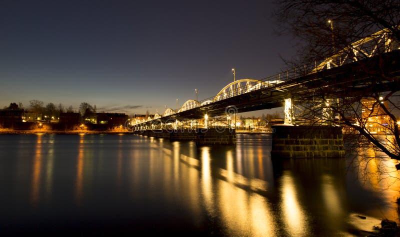 Ponte sopra il fiume in Umea, Svezia immagine stock libera da diritti