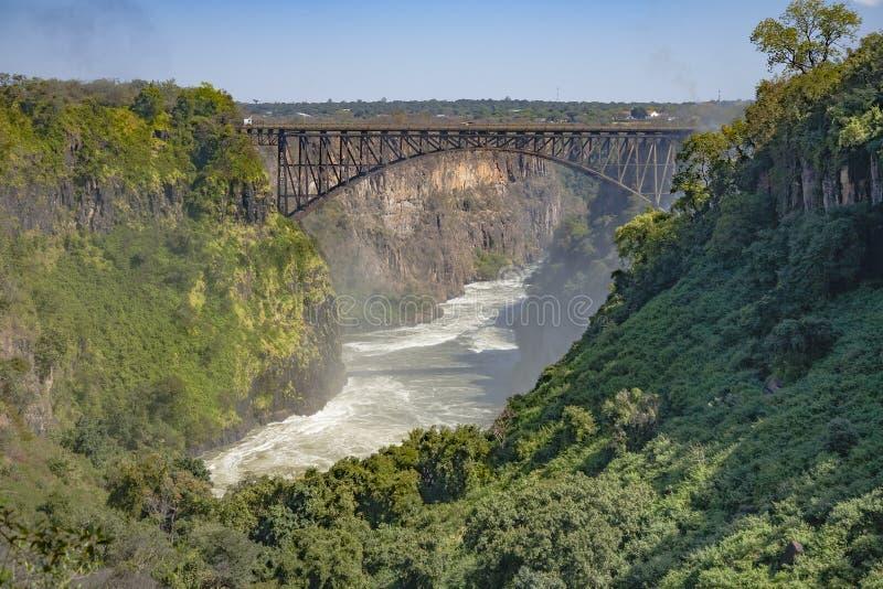 Ponte sopra le acque disturbate, Zambia fotografie stock libere da diritti