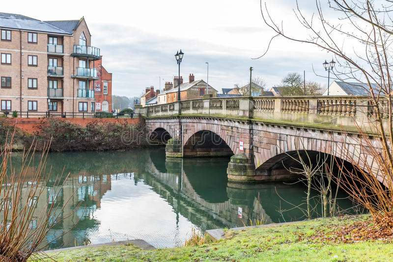 Ponte sopra Nene River a Northampton, Regno Unito fotografia stock