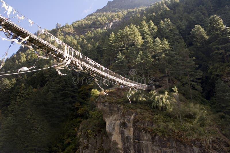 Ponte sospeso di Dudh Koshi fotografie stock