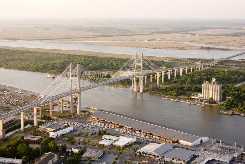 Ponte sospeso e cantiere navale immagine stock libera da diritti