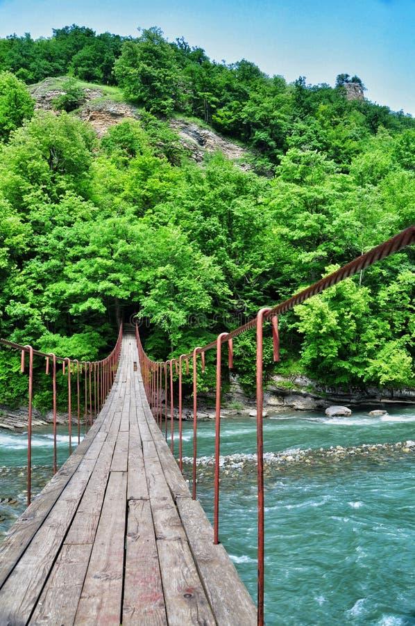 Download Ponte Sospeso Sopra Gli Altopiani Del Fiume Fotografia Stock - Immagine di appendere: 56884624