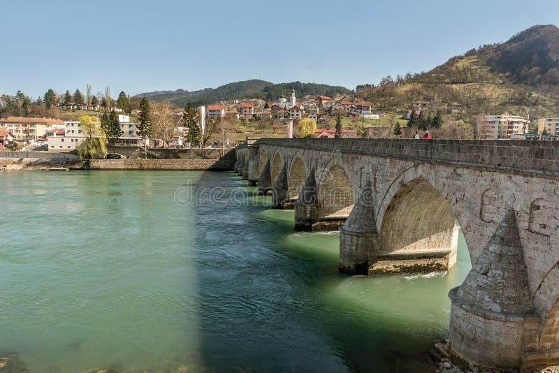 Ponte storico di Mehmed Pasha Sokolovic sopra il fiume di Drina a Visegrad, Bosnia-Erzegovina immagine stock