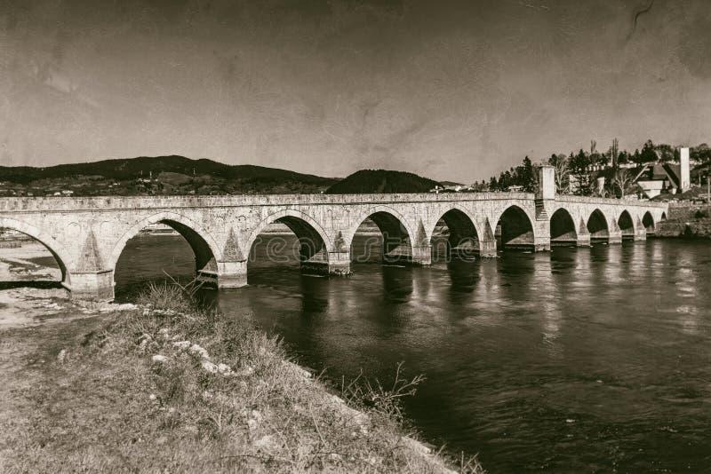 Ponte storico di Mehmed Pasha Sokolovic sopra il fiume di Drina a Visegrad, Bosnia-Erzegovina immagini stock