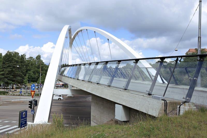 Ponte strallato attraverso la via a Helsinki fotografia stock