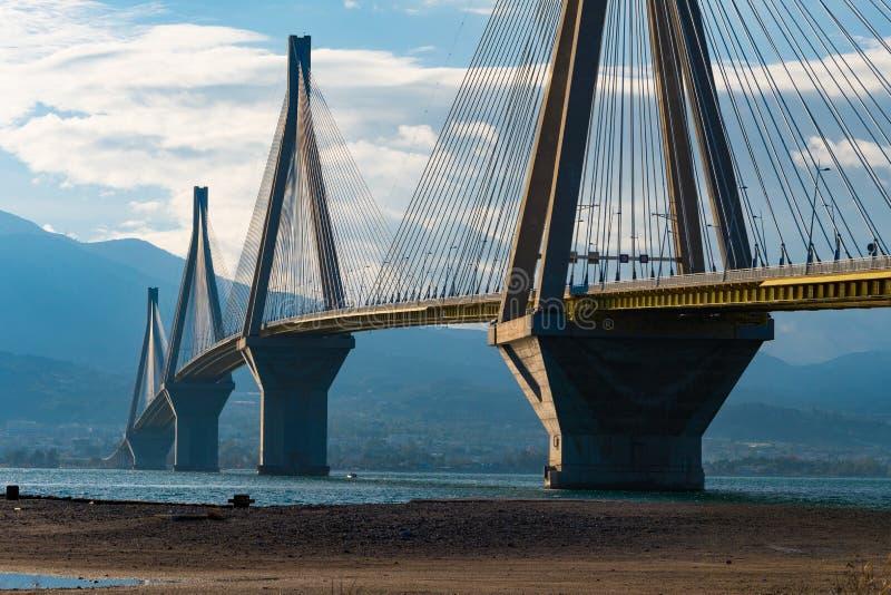 Ponte strallato di Rio Antirrio È il ponte strallato più lungo del ` s del mondo immagine stock