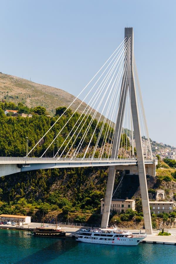 Ponte strallato moderno in Ragusa, Croazia del ` s di Franzo Tudjman fotografia stock libera da diritti