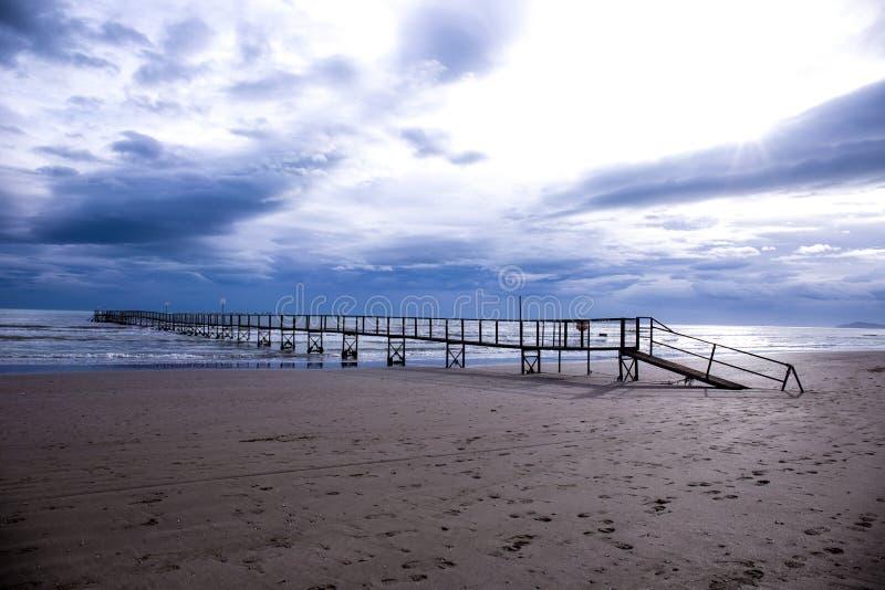 Ponte sul mare fotografia stock libera da diritti
