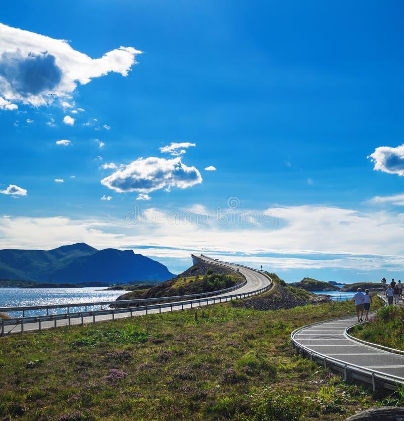Ponte sulla strada atlantica, Norvegia di Storseisundet fotografia stock libera da diritti