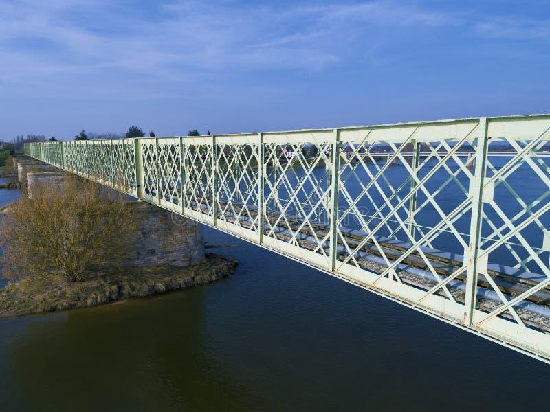 Ponte in Sully-sur-Loire, il Loiret fotografie stock