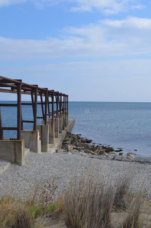 Ponte, a superfície do Mar Negro, mar, cais, Crimeia, fotografia de stock royalty free