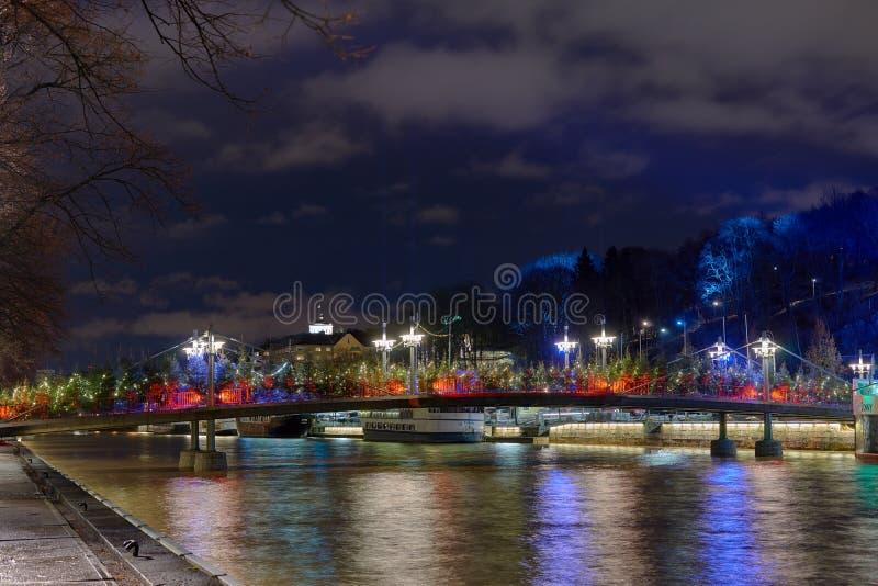 Ponte teatral sobre o rio da aura em Turku imagens de stock royalty free