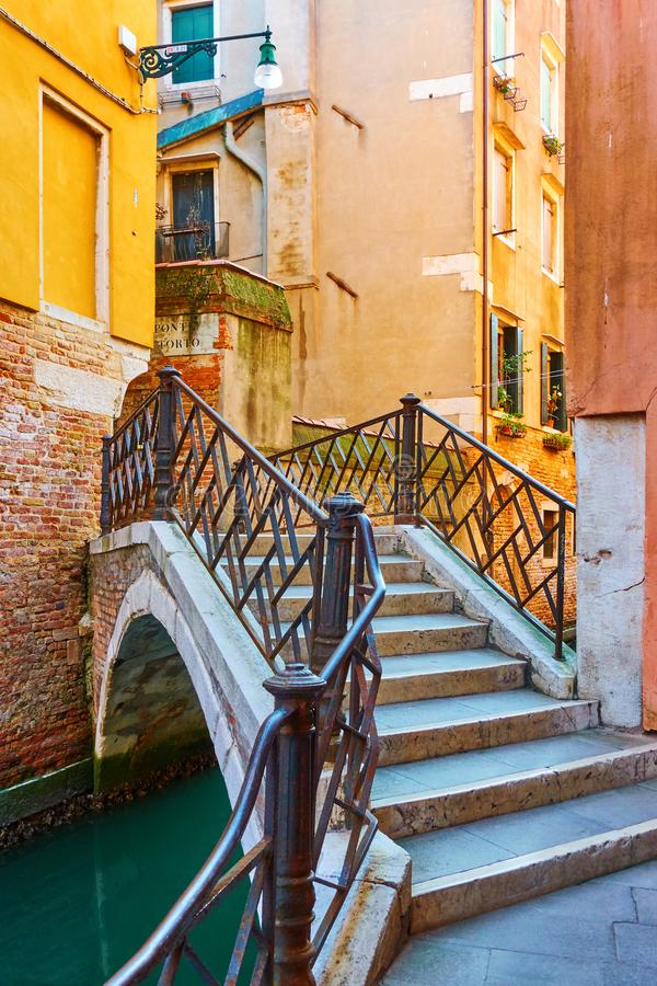 Ponte Torto bro i Venedig arkivfoton