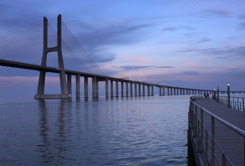 Download Ponte Vasco de GAMA du DA photo stock. Image du passerelle - 8666568