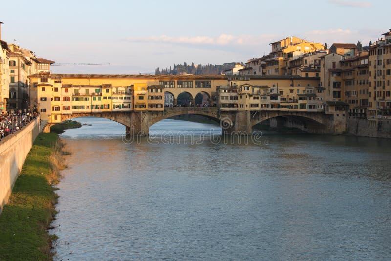 Download Ponte Vecchio à Florence - En Italie Image stock - Image du ciel, étourdissement: 76081467