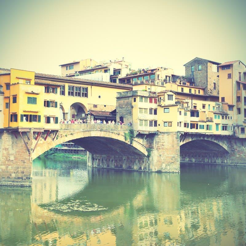 Ponte Vecchio överbryggar fotografering för bildbyråer
