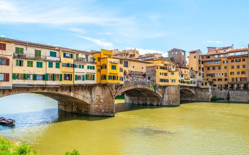 Ponte Vecchio πέρα από τον ποταμό Arno στη Φλωρεντία, Ιταλία στοκ φωτογραφίες