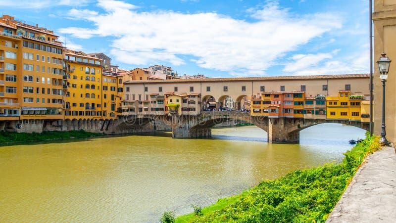 Ponte Vecchio πέρα από τον ποταμό Arno στη Φλωρεντία, Ιταλία στοκ φωτογραφίες με δικαίωμα ελεύθερης χρήσης