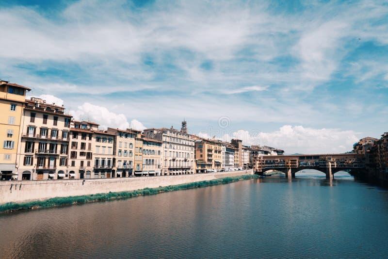 Ponte Vecchio πέρα από τον ποταμό Arno στη Φλωρεντία στοκ εικόνες με δικαίωμα ελεύθερης χρήσης