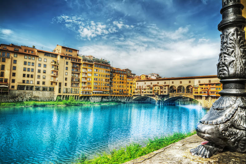 Ponte Vecchio που βλέπει από την τράπεζα Arno στοκ φωτογραφίες με δικαίωμα ελεύθερης χρήσης
