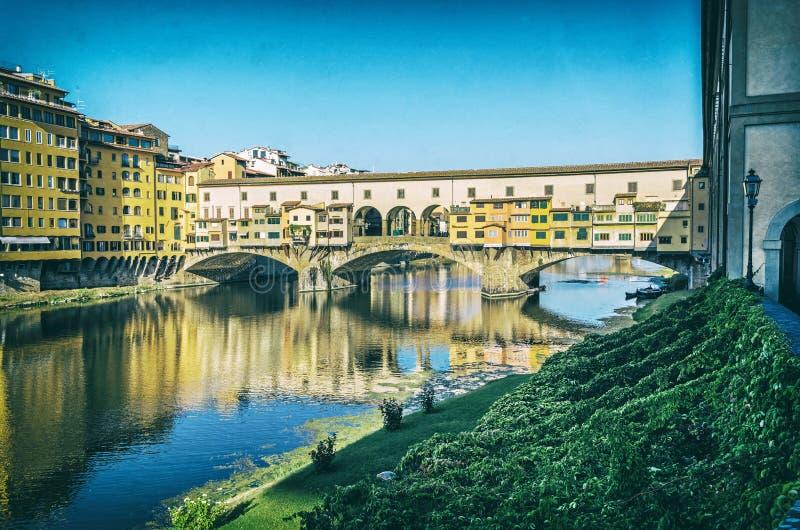 Ponte Vecchio и Арно, Флоренс, Италия, сетноой-аналогов фильтр стоковая фотография