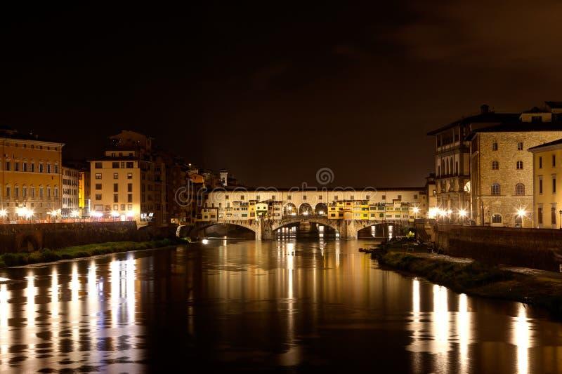 Ponte Vecchio, Arno-nacht, Florence, Italië royalty-vrije stock foto