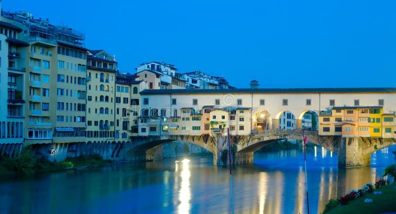 Ponte Vecchio an der Dämmerung, Florenz, Italien stockfotos