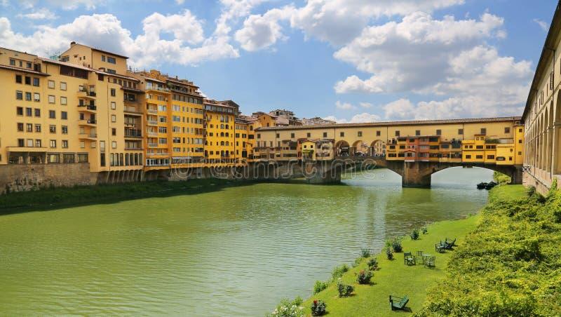 Ponte Vecchio die berühmte Bogenbrücke in Florenz, Italien stockfotografie