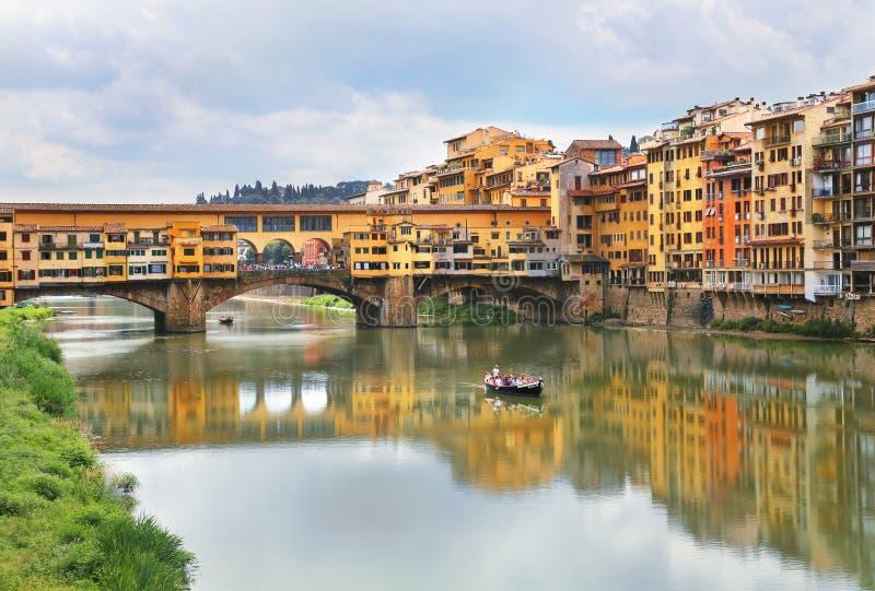 Ponte Vecchio die berühmte Bogenbrücke in Florenz, Italien lizenzfreies stockbild